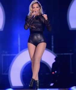 beyonce-2013-chime-for-change-concert