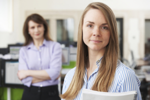 49360000 - young businesswoman with mentor in office